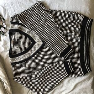VINTAGE SWEATER- AMAZING CONDITION AND WARM ⚫️⚪️